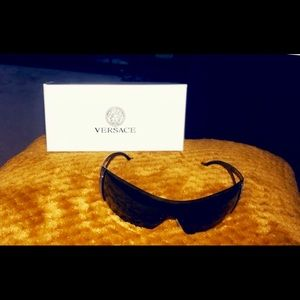 Hard to find 100% AUTHENTIC Versace Shades